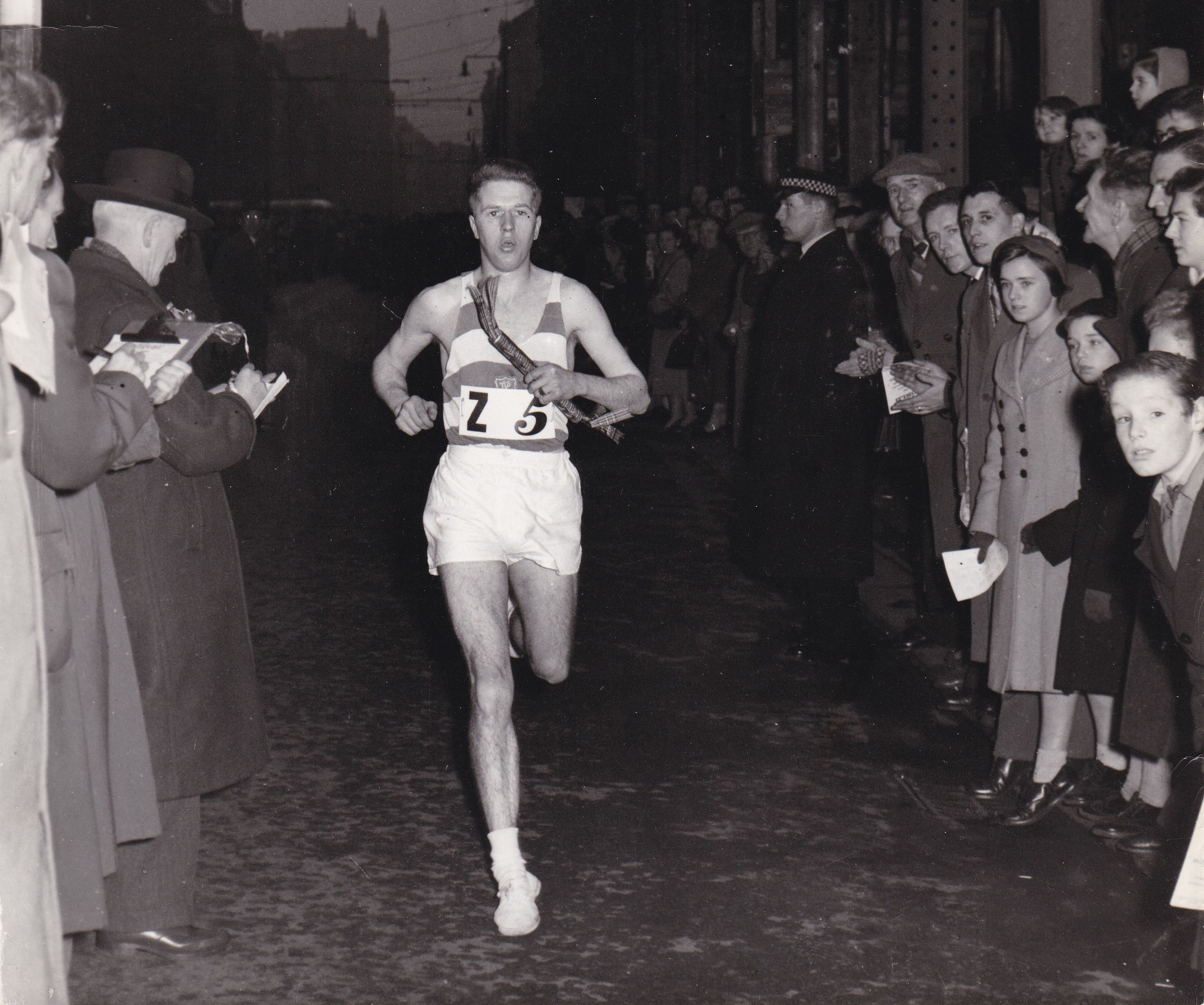 Sid Ellis crossing the finishing line 1956